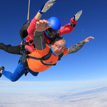 Stephen skydives to raise money for Alzheimers